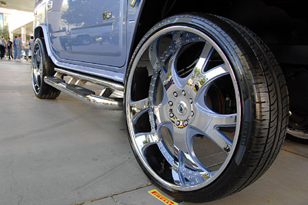 SEMA 2008: 30-inches of bling for the Hummer H2
