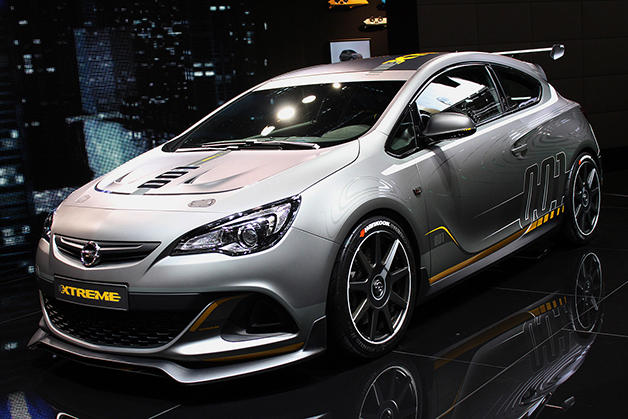 The Opel Astra OPC Extreme at the 2014 Geneva Motor Show, front three-quarter view