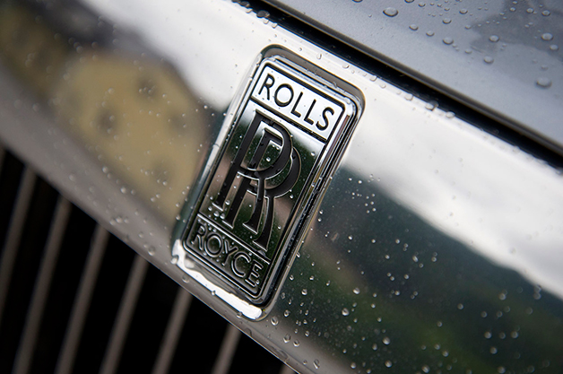Rolls-Royce logo on the grille of the Wraith.