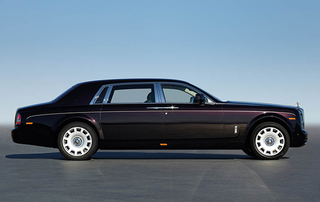 Rolls-Royce Phantom II EWB, side view.