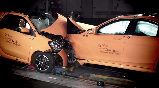 Smart ForTwo versus S-Class crash test